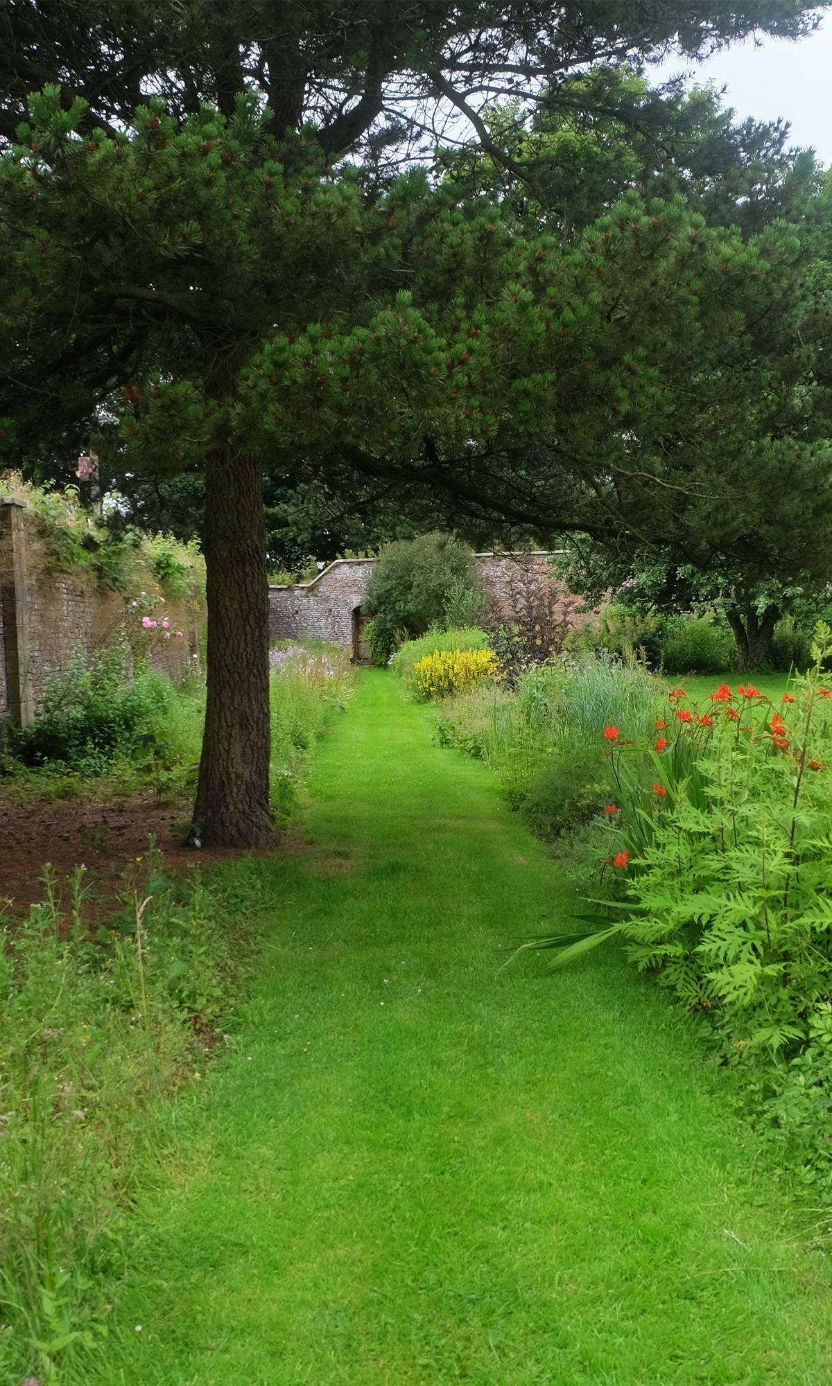 hesleyside wallled garden 1
